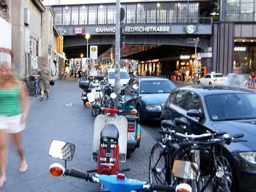 Mopeds an der Friedrichstraße