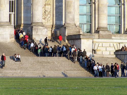 Bürger stehen Schlange vor dem Reichstag (September 2007)
