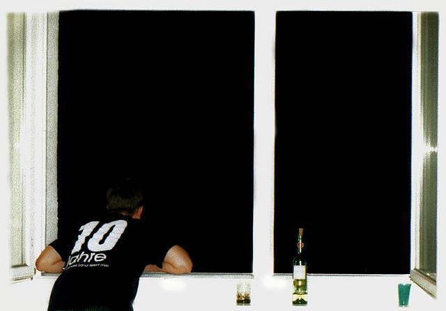 Symbolbild: Aus dem Fenster lehnen (2003)