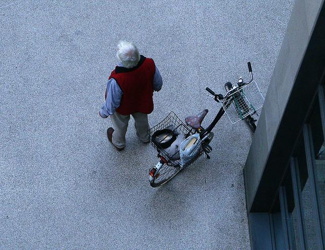 einsamer radfahrer am potsdamer platz (mai 2008)