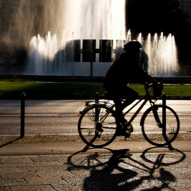 fahrradfahrer am strausberger platz (september 2008)