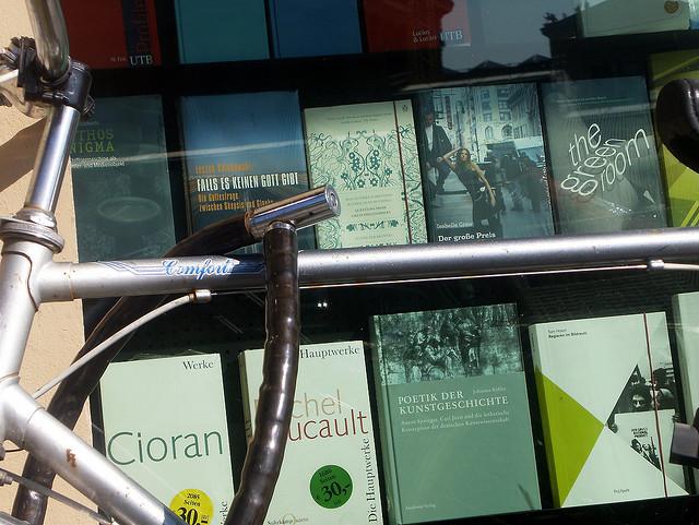 fahrrad vor buchladen (april 2009)