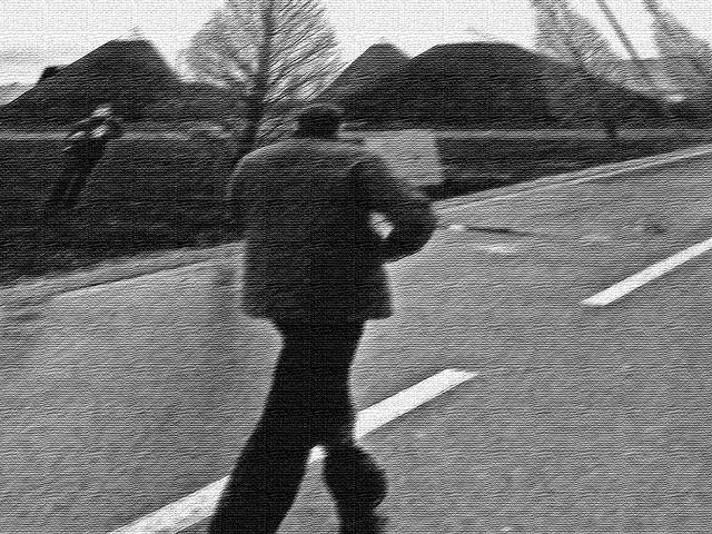 Mann laufend, aufgenommen mit einem Nokia N80 im März 2007 auf der CeBIT in Hannover und bearbeitet