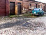 hier wird noch gewohnt, altes fabrikgelände