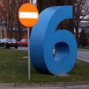 Parkplatzsechs in Łódź, Polen - ein Schelm, wer böses dabei denkt...