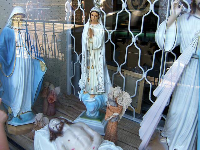 Heilige im Schaufenster in Wrocław, Polen (Juli 2008)