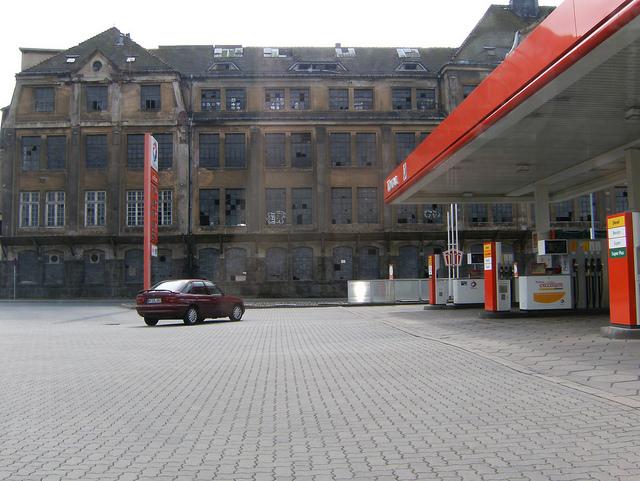 symbolbild: tankstelle in freital, sachsen (april 2010)