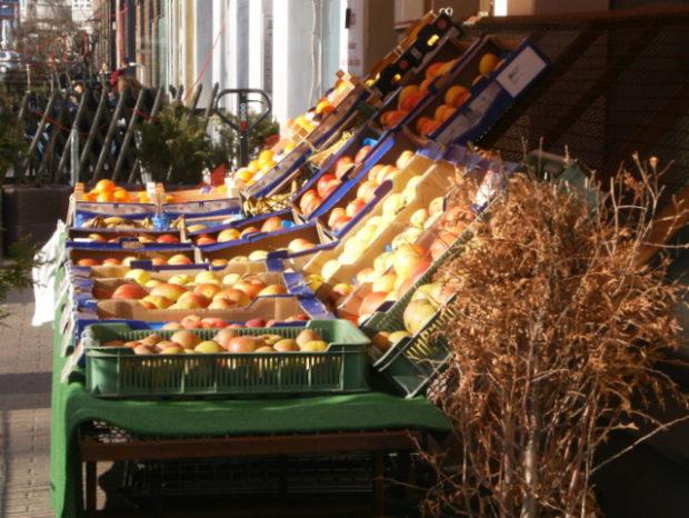 Obst und Gemüse im polnischen Laden in der Brunnenstraße