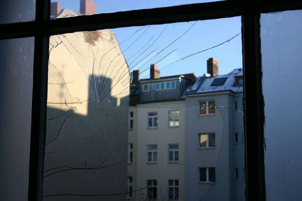 Blick aus dem Hausflur in der Soldiner 37 (Nov 2005)