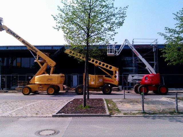 Kran-Porno an der ehemaligen Rinderauktionshalle (April 2011)