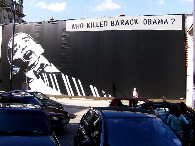 WHO KILLED BARACK OBAMA? - Kunst im Raum in Wrocław, Polen (Juli 2008)