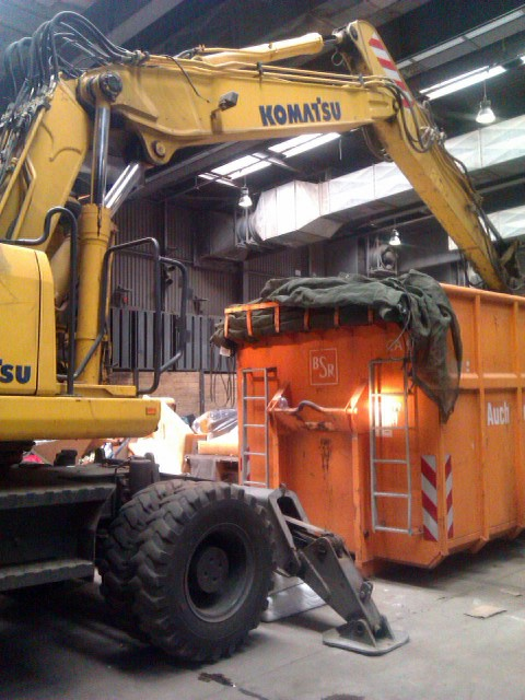 Bagger und Container