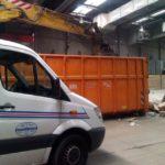 Robbenauto und Container
