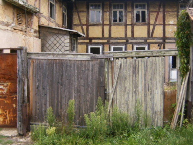 hinterhof in bleicherode, thüringen (juli 2011)