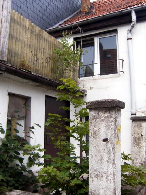 noch ein hinterhof in bleicherode, thüringen (juli 2011)