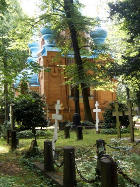 kirche und gräber (Juli 2011)
