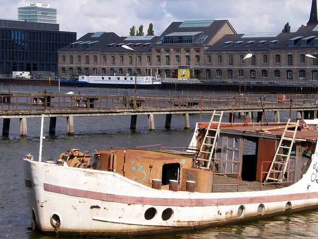 Schiff _Dr. Ingrid Wengler_ in der Spree in Berlin (August 2008)