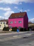 pinkes Haus in Wittenberg, Sachsen-Anhalt (März 2009)