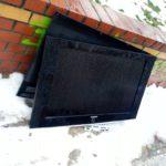 warum liegt hier ein toter fernseher auf der straße?