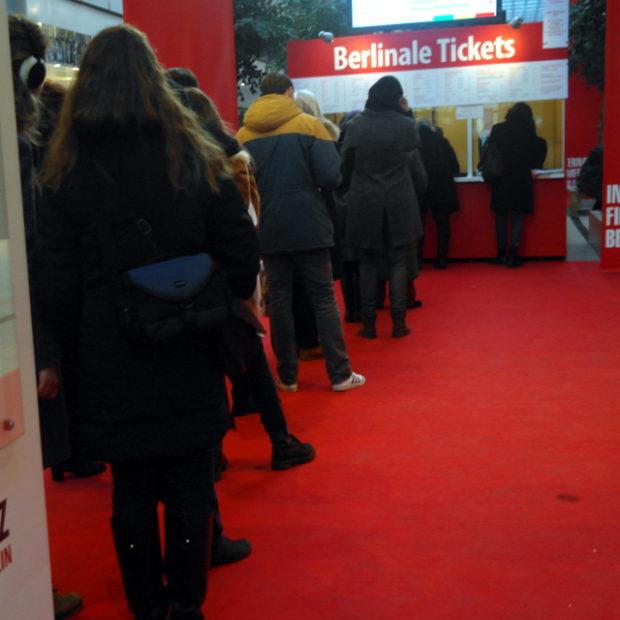 Stell Dir vor, du stehst in der (überaus kurzen) Schlange für Berlinale-Tickets ...