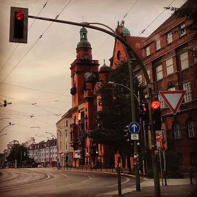 rathaus #pankreich on sunday 6am